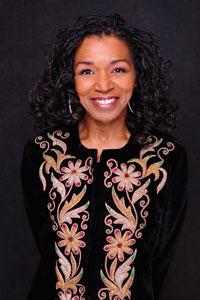 Sängerin Valerie Scott begleitet die Rhythmen mit ihrer kraftvollen Stimme.