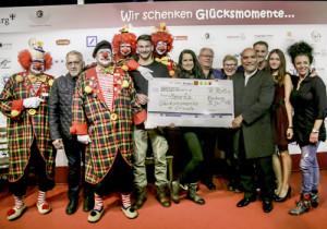 Lauter glückliche Momente: 10.500 Euro kamen bei der Benefizversnstaltung zusammen. Foto: Oli Utz