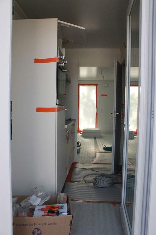 15 bis 22 Quadratmeter reiner Wohnraum stehen den ausgewählten Bewerbern in den Study-Homes bereit. Zudem findet sich in den Wohnmodulen eine Einbauküche und ein Bad mit Dusche und WC - selbstverständlich ist alles vollangeschlossen.