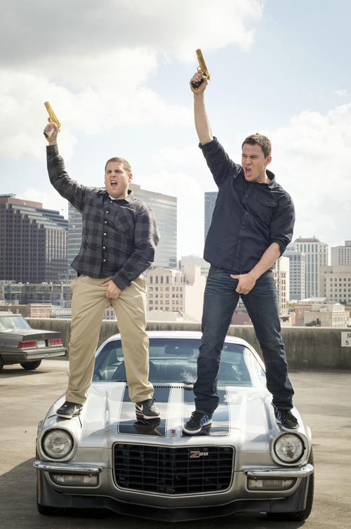 """Eier in der Hose: Schmidt (Jonah Hill, links) und Jenko (Channing Tatum) leben ihren Erfolg aus """"21 Jump Street"""" anfangs noch aus."""