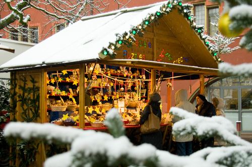 Kunsthandwerk, Glühwein & Co.: Weihnachtsmarkt in Freiburg. Foto: FWTM