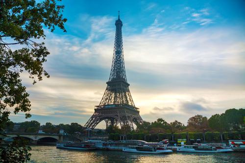 Der Pariser Eiffelturm, das Wahrzeichen der Stadt.