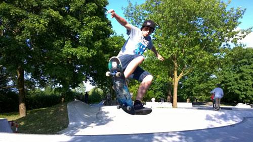 Stadtrat Sergio Schmidt beim Skaten