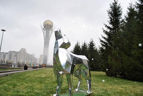 Der Bajterek-Turm ist das Wahrzeichen Astanas
