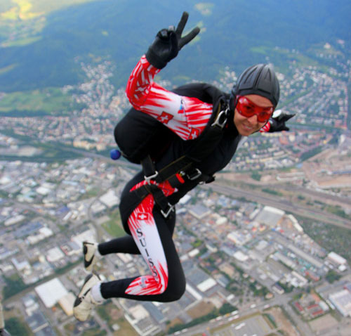 Nur fliegen ist schöner: Segelflieger und Fallschirmspringer haben eine lange Tradition in Feiburg. Die Fallschirmspringer müssen nach Lahr umsiedeln.