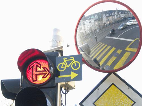 Test: In Basel gibt's das Rechtsabbiegen bei Rot schon.