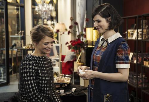Zwei Frauen, die an Weihnachten keine Männer haben: Clara (Heike Makatsch, links) und Kiki (Nora Tschirner). Oder lässt sich da kurz vorm Fest noch etwas machen?