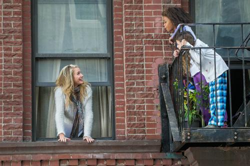 Lustvoll prollig: Cameron Diaz (links) versucht als Pflegemutter Colleen Hannigan, Annies (Quvenzhané Wallis) Leben zur Hölle zu machen.