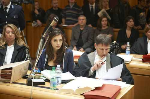 Jessica Fuller (Genevieve Gaunt) wird des Mordes beschudligt - allein die Beweislage ist sehr verworren.