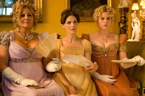 Warten auf ihren Mr. Darcy: (von links) Elizabeth (Jennifer Coolidge), Jane (Keri Russell) und Amelia (Georgia King).