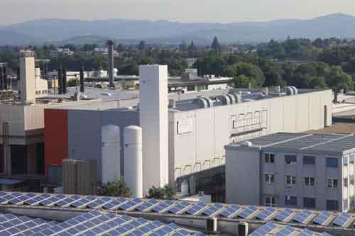 Hand in Hand: OB Dieter Salomon und Micronas-CEO Matthias Bopp zünden das Kraftwerk. Foto: tbr