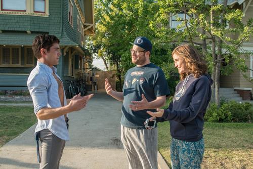 Anfangs verstehen sich Teddy (Zac Efron, links), Mac (Seth Rogen) und Kelly (Rose Byrne) noch ganz gut. Aber bald eskaliert die Situation.