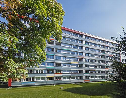Frisch herausgeputzt: Die Wohnanlage in der Badenweiler Straße wurde im vergangenen Jahr für 10,3 Millionen Euro energetisch modernisiert.