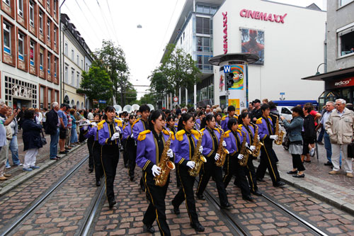 Die Basel-Tattoo-Parade kommt am 24. Juli nach Freiburg.