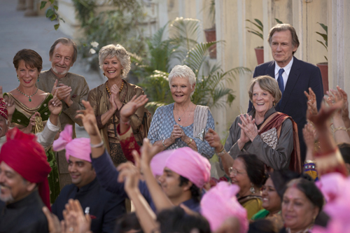 """Die Starbesetzung aus Teil eins checkt erneut im """"Best Exotic Marigold Hotel"""" ein (von links): Celia Imrie, Ronald Pickup, Diana Hardcastle, Judi Dench, Maggie Smith und Bill Nighy."""