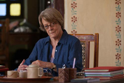Mrs. Donnelly (Maggie Smith) leitet das ungewöhnliche Senioren-Hotel im indischen Jaipur nicht weniger als der eigentliche Manager.