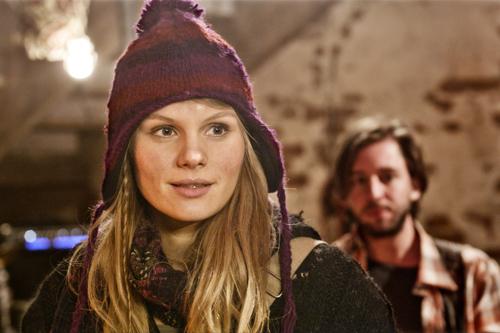 Überraschung: Jo (Rosalie Thomass) ist wieder zurück im Dorf.