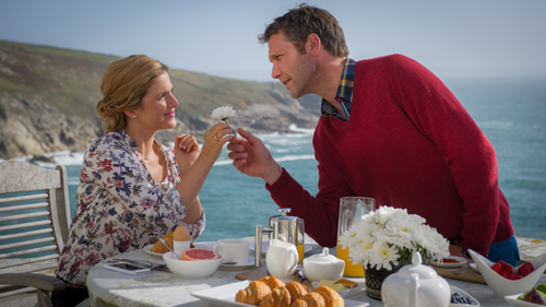 Nein, kein Werbespot für Margarine, Butterblumen oder Windschutz - der neue Pilcher-Film im ZDF zeigt Jeanette Biedermann und Patrik Fichte beim Liebeswerben.