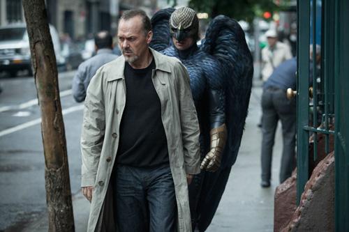 """Riggan Thomson (Michael Keaton) wurde vor Jahren mit der Comicverfilmung """"Birdman"""" berühmt. Sein Alter Ego verfolgt ihn noch heute. Zumindest bildet er sich das ein."""
