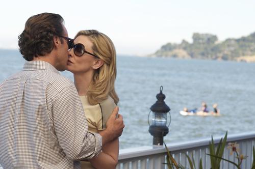 Dwight (Peter Sarsgaard) ist Diplomat. Jasmine und er verlieben sich, er will sie mit nach Wien nehmen und in die dortige High Society einführen. Doch Jasmine kann ihre Vergangenheit nicht hinter sich lassen.