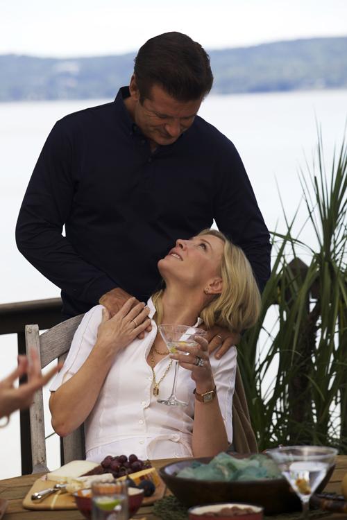 Jasmine (Cate Blanchett) hatte Glück. Ihr Ehemann Hal (Alec Baldwin) führte die blonde Schönheit in die High Society New Yorks ein.