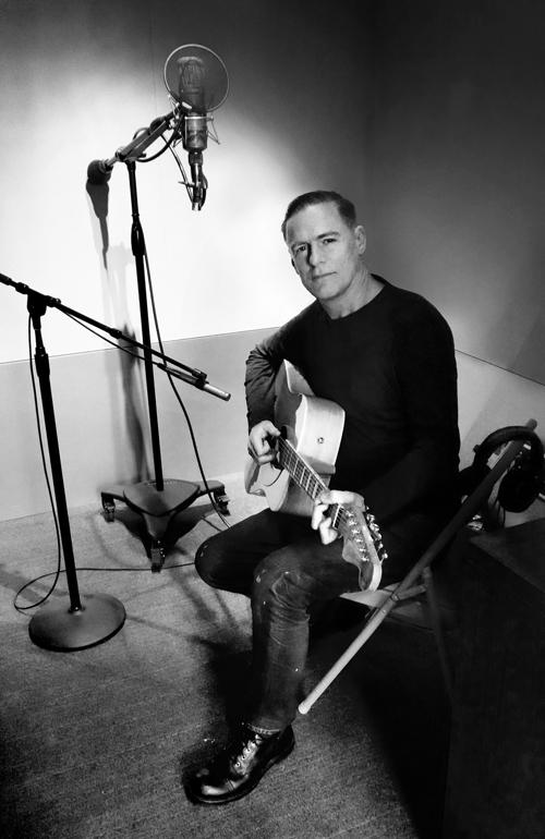 """Auf dem Cover-Album """"Tracks Of My Years"""" versammelt der Kanadier die Radio-Hits aus seiner Jugend."""