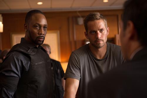 Gangster-Boss Tremaine (RZA, links, mit Paul Walker) bedroht die Sicherheit von ganz Detroit.