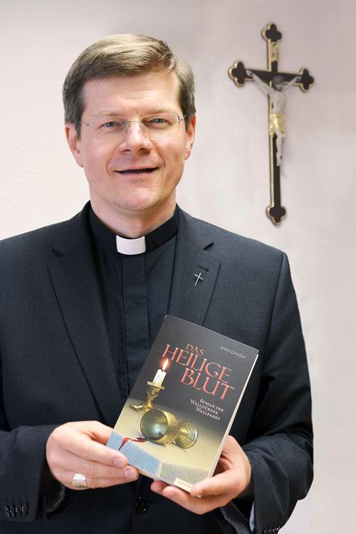 """Stephan Burger liest """"Das Heilige Blut"""" von Anne Grießer"""