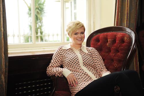 Entspannt: Cecelia Ahern beim Interview in Hamburg.