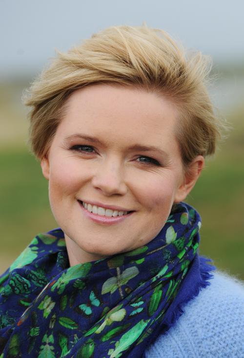 Lässt sich gerne mal am Meer inspirieren: Cecelia Ahern in ihrer Heimat Irland