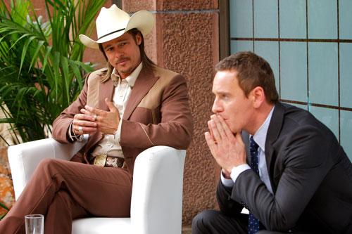 Auch der gut informierte Mittelsmann Westray (Brad Pitt, links) kann dem Counselor (Michael Fassbender) keinen Ausweg aus seinem Schicksal aufzeigen.