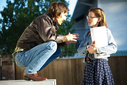 Woodruff (Matthew McConaughey) versucht Ärztin Eve (Jennifer Garner) von der verheerenden Wirkung der erlaubten Medikamente gegen Aids zu überzeugen.