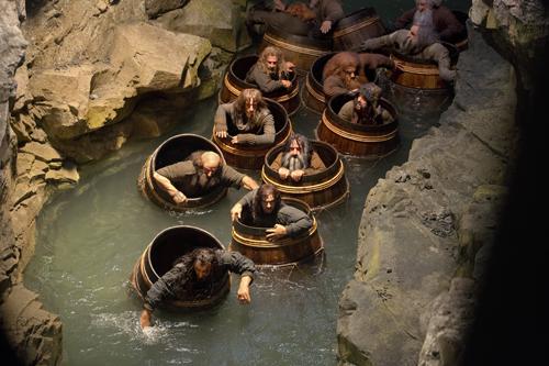 Die Zwerge, die Bilbo begleiten, müssen sich auf gefährliche Abenteuer einlassen - zu Land und eben auch zu Wasser.