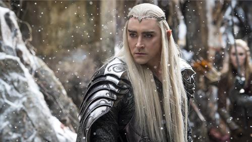 Elfen-König Thranduil (Lee Pace) weiß lange nicht so recht, auf welche Seite er sich schlagen soll.