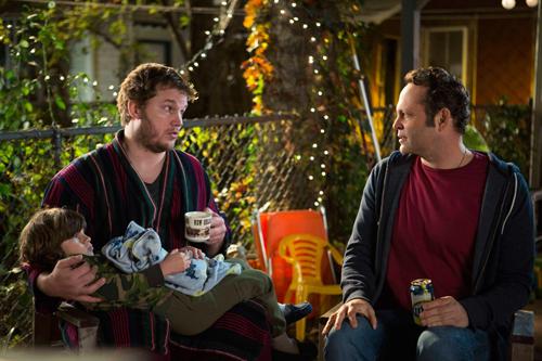 David (Vince Vaughn) sei der letzte Mensch, der Vater sein sollte, meint sein Freund Brett (Chris Pratt, links).