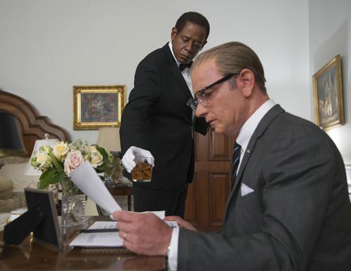 Lyndon B. Johnson (Liev Schreiber, vorn) musste sich in seiner Amtszeit auch mit Rassenfragen auseinandersetzen. Beeinflusste ihn dabei die Präsenz schwarzer Hausangestellter wie Cecil Gaines (Forest Whitaker)?