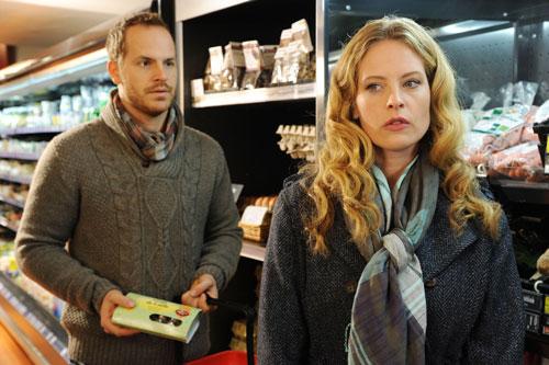 Sollte man Männer im Supermarkt kennenlernen? Christine (Diana Amft) lässt sich von Werner (Marc Ben Puch) ansprechen.