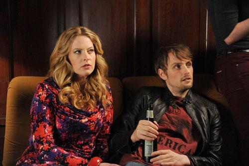 Christines (Diana Amft) letzte Party ist schon eine Weile her. Mit ihrem Bruder Mark (Axel Schreiber) versucht sich die getrennte Mittdreißiger-Mama wieder auf freier Männer-Wildbahn.
