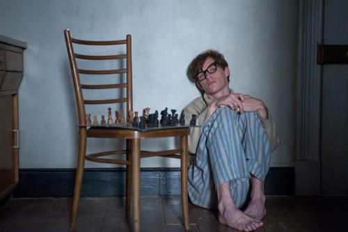 Nach der Diagnose ALS: Hawking (Eddie Redmayne) ist verzweifelt. Was wird aus seiner Liebe? Was aus seiner Forschung?