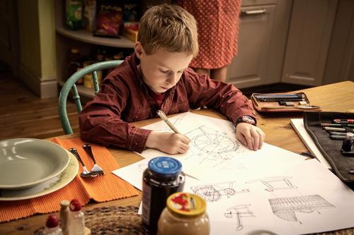 T. S. Spivet (Kyle Catlett) entwickelt eine Energieerzeugungsmaschine, die selbst keine Energie benötigt.