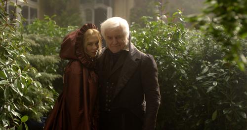 Belle (Léa Seydoux) liebt ihren Vater (André Dussollier) über alles.