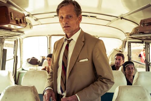 Chester (Viggo Mortensen) flieht über die griechischen Dörfer vor seinen schrecklichen Taten.
