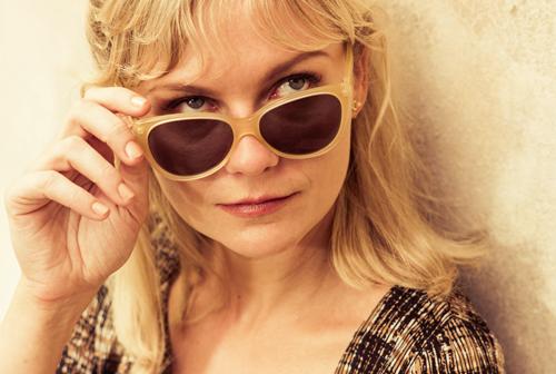 Colette (Kirsten Dunst) entpuppt sich mehr und mehr als Femme fatale.