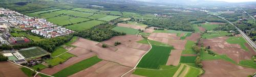 Der Kandidat für einen neuen Stadtteil aus der Vogelperspektive: Das Dietenbachgelände grenzt, wie oben links zu sehen, ans Rieselfeld.