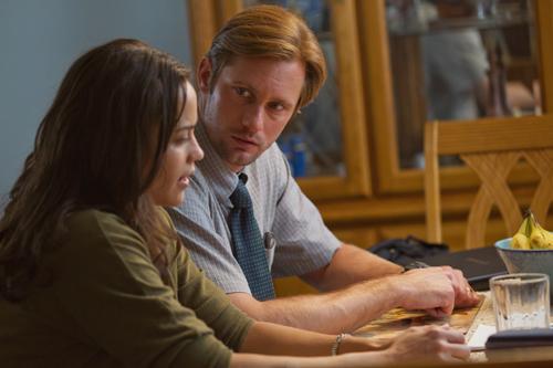Cindy (Paula Patton) und Derek (Alexander Skarsgard) fangen erst wieder an miteinander zu reden als ein Kreditkartenbetrüger ihre Online-Identitäten gestohlen hat.