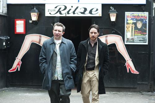 Auf Sauftour in Hamburg: Bladesey (Eddie Marsan, links) und sein vermeintlicher Kumpel Bruce (James McAvoy).
