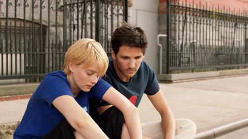 Kleine Dramen allerorten: Paul (Félix de Givry) und seine nächste Liebschaft Louise (Pauline Etienne) streiten oft.