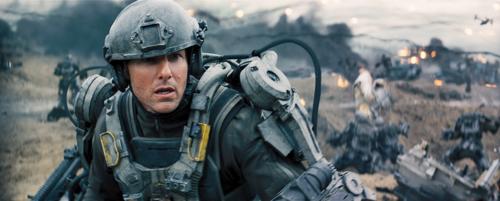 Major Bill Cage (Tom Cruise) soll die Welt retten, kann das aber eigentlich gar nicht. Da hilft nur Training.