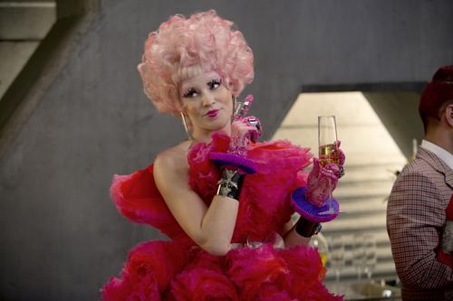 """Auch wenn sie nicht so modeverrückt ist wie ihre Effie in """"Catching Fire"""" (auf DVD und BD erhältlich), weiß Elizabeth Banks: """"Menschen brauchen Mode, sie drücken so ihre Einzigartigkeit aus."""""""