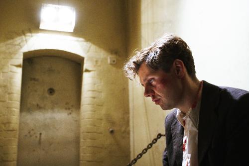 Wie kann ein Mensch so grausam scheitern? - Georg Elser (Christian Friedel) macht sich in seiner Gefängniszelle Selbstvorwürfe.